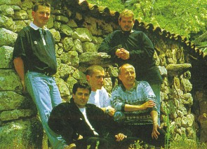 Jean-Paul Mangion (chant & guitare), Jean-Noël Profizi (chant), Marc Biancarelli, Guy Canarelli (chant & guitare) et Pascal Morandini (chant)